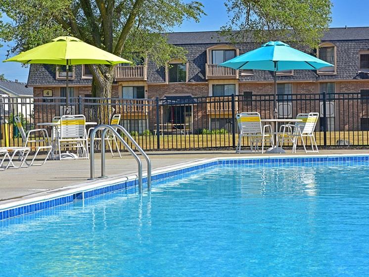 Outdoor Swimming Pool at Windsor Place, Davison, MI