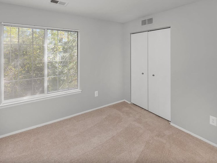 Apartments in Madison Heights, MI bedroom