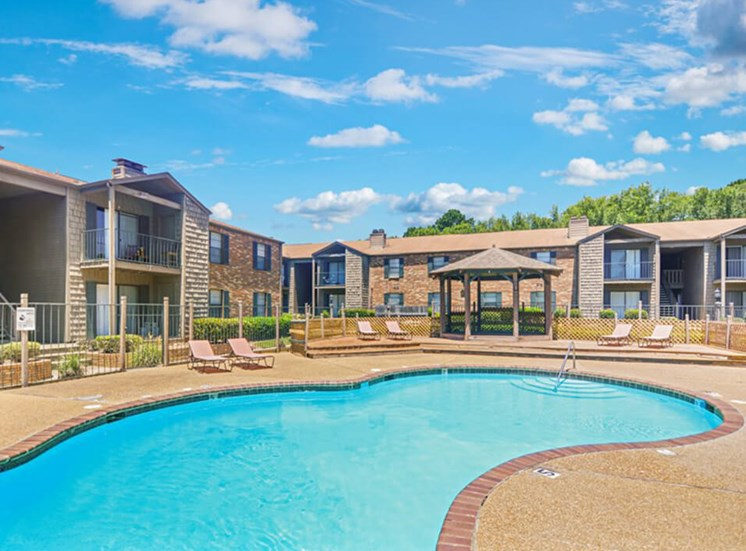 outdoor pool at apartments in Jackson, MS