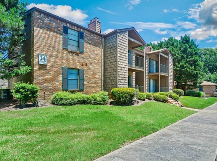 apartment building 14 at Woodridge Apartments