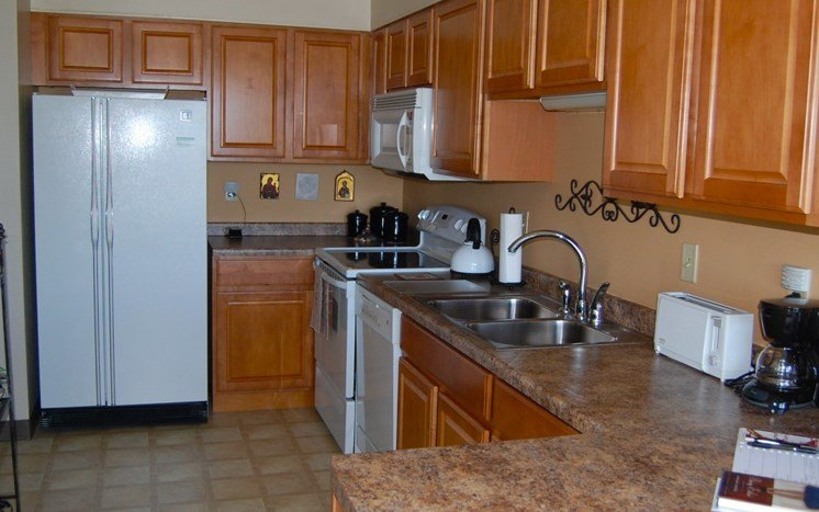 Spacious Kitchen at Les Chateaux Apartments in Duluth Minnesota