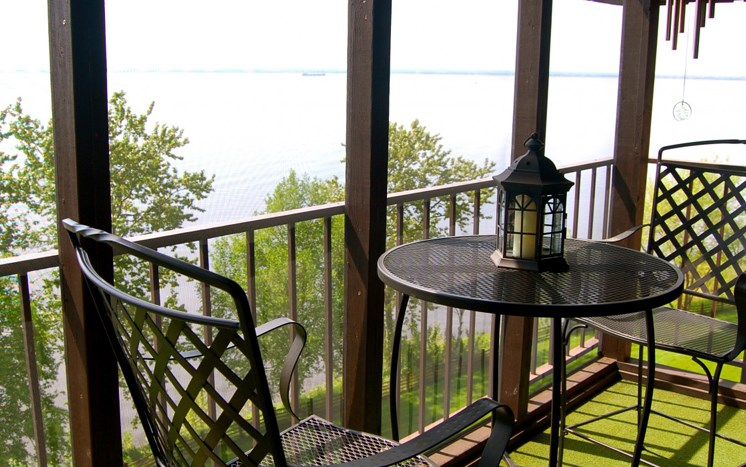 Beautiful water views at Les Chateaux Apartments in Duluth Minnesota