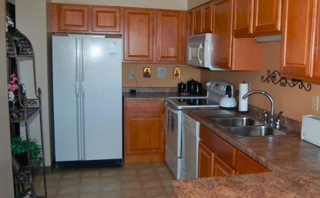 Fully Equipped Kitchen at Les Chateaux Apartments in Duluth Minnesota