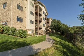 17971 Oak Plaza 1-3 Beds Apartment for Rent Photo Gallery 1