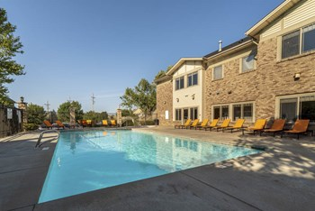 17971 Oak Plaza 3 Beds Apartment for Rent Photo Gallery 1