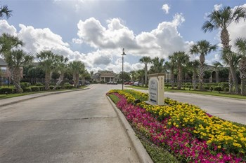 9111 Lakes at 610 Drive 1-3 Beds Apartment for Rent Photo Gallery 1