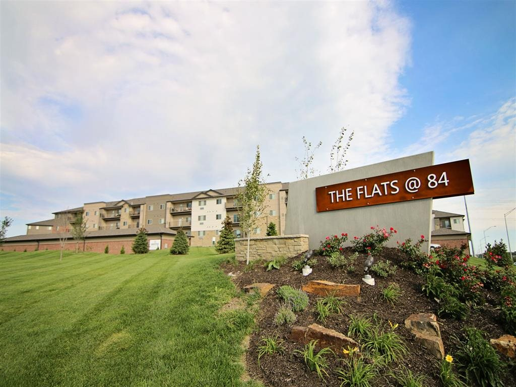 The Flats at 84 in Lincoln NE entrance sign