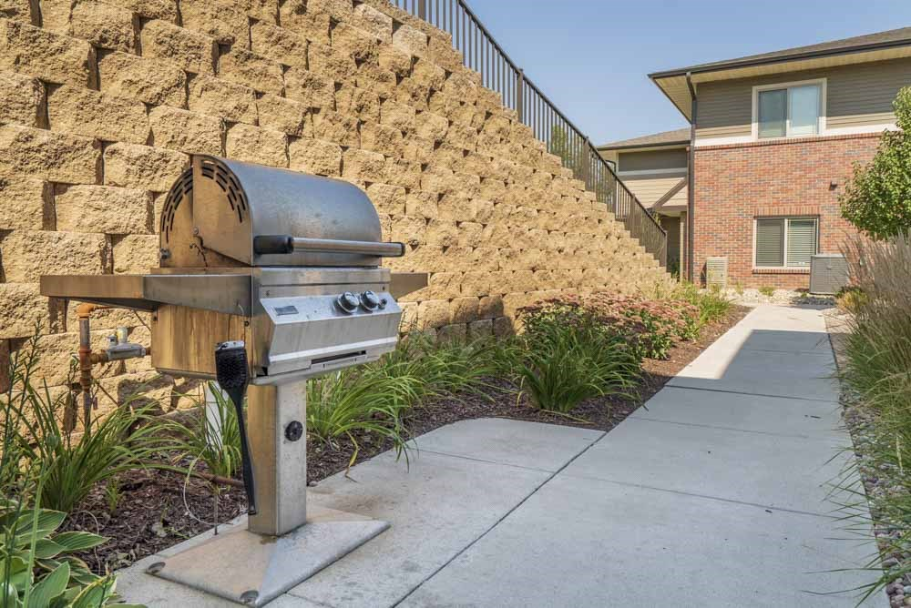 Outdoor grill at Villas of Omaha townhome apartments in northwest Omaha NE 68116