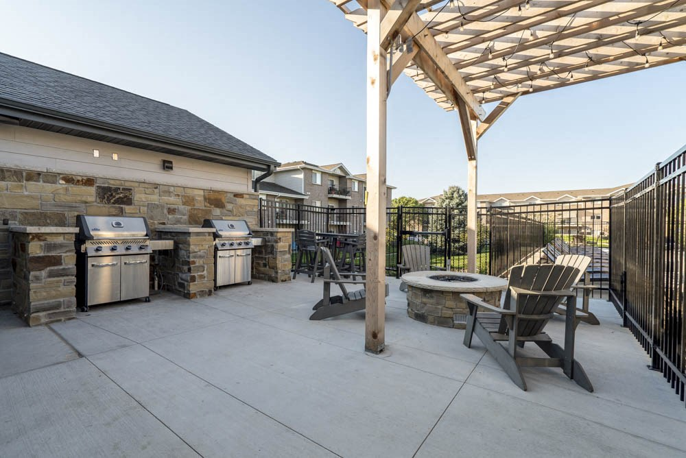 Outdoor firepit and grills at Highland View Apartments in north Lincoln NE 68521