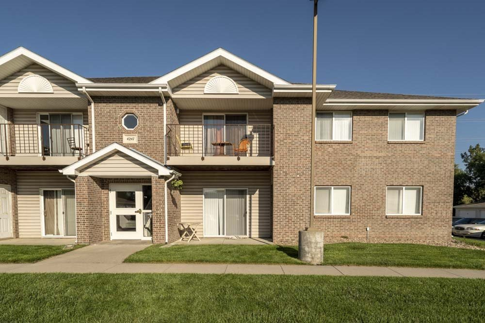 Exterior with balconies and patios at Highland View Apartments in north Lincoln NE 68521