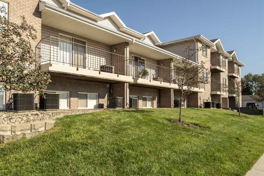 Exterior view of Highland View Apartments in north Lincoln NE 68521