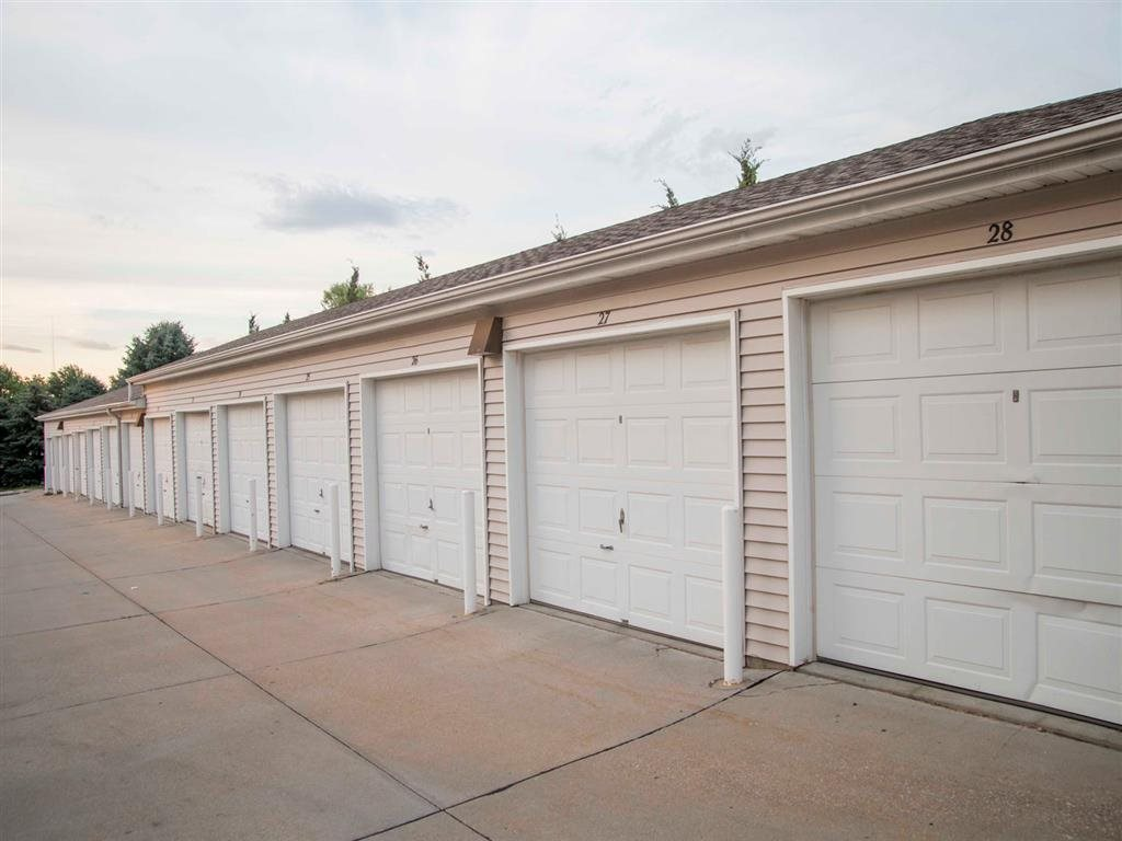 Exteriors-Skyline View Apartments Detached Garages in Lincoln NE