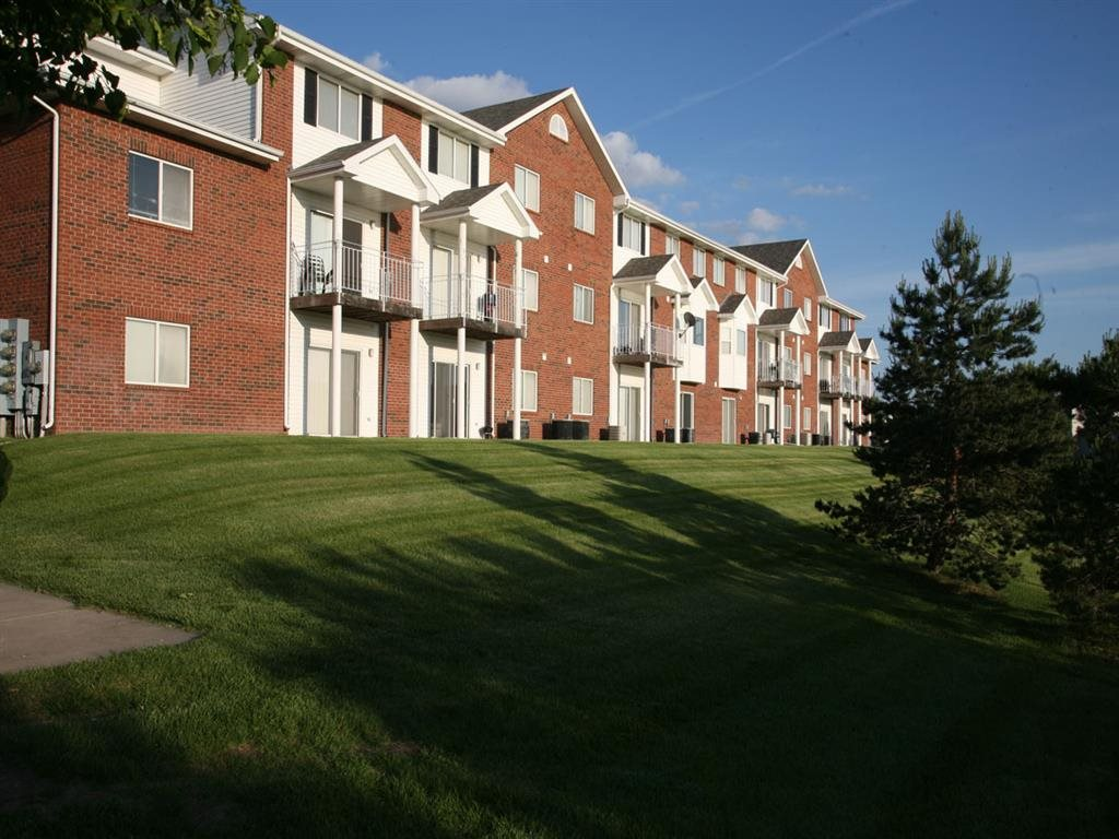 exterior views of Pine Lake Heights Apartments in Lincoln Nebraska