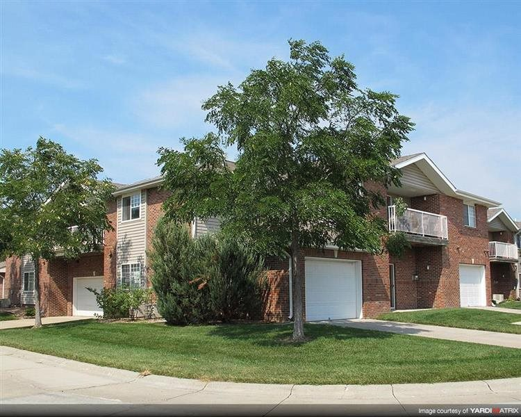 Exteriors-Apartment building at Pinebrook Apartments in Lincoln NE