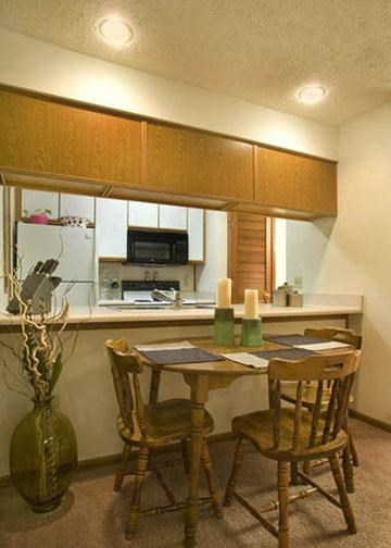 kitchen bar at Packard House Apartments in Lincoln Nebraska
