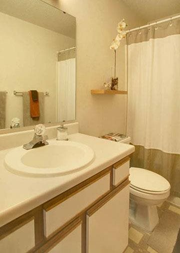 bathroom at Packard House Apartments in Lincoln Nebraska