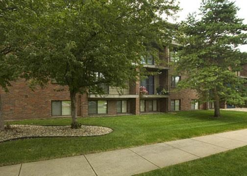 green space and landscaping at Packard House Apartments in Lincoln Nebraska