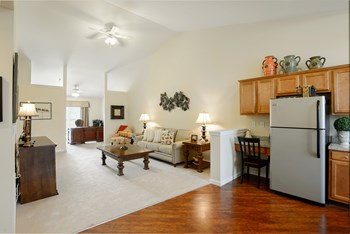 3916 South Arlington Road 2 Beds Apartment for Rent Photo Gallery 1