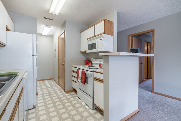bright kitchen with lots of storage at Williamsburg Park Apartments in Lincoln NE