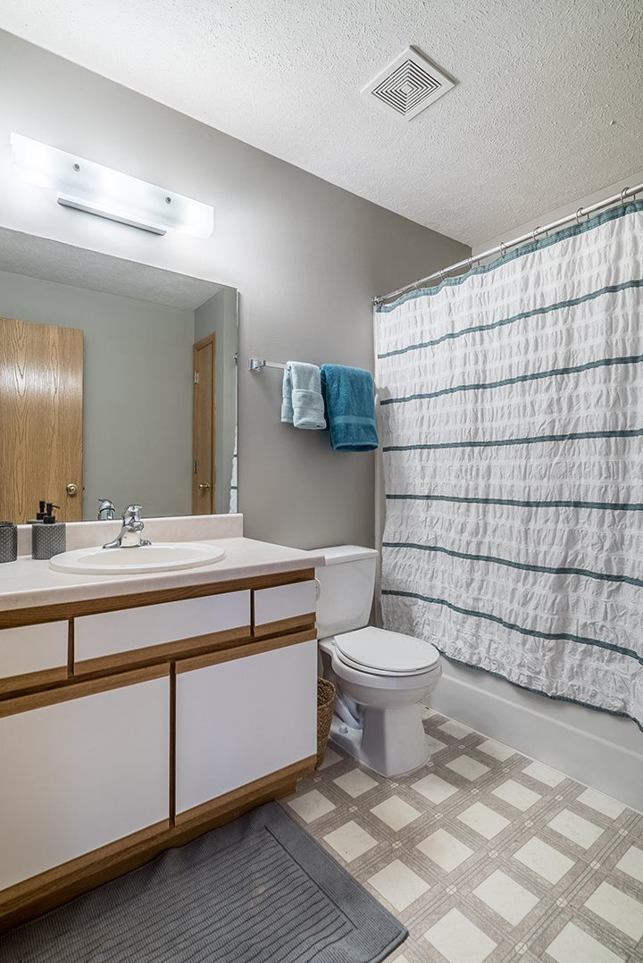 large bathroom with plenty of counterspace at Williamsburg Park Apartments in Lincoln NE