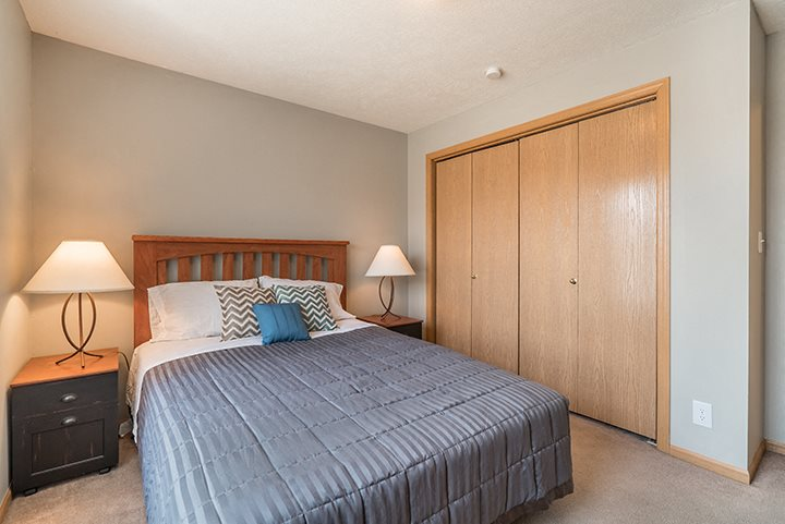 large bedroom with big closet for extra storage at Williamsburg Park Apartments in Lincoln NE