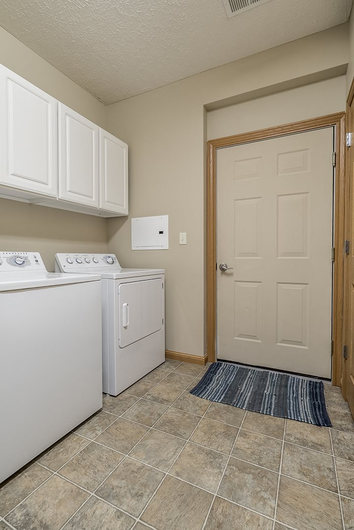 Interiors- Full-sized washer and dryer at Stone Creek Villas Apartments in Omaha Nebraska