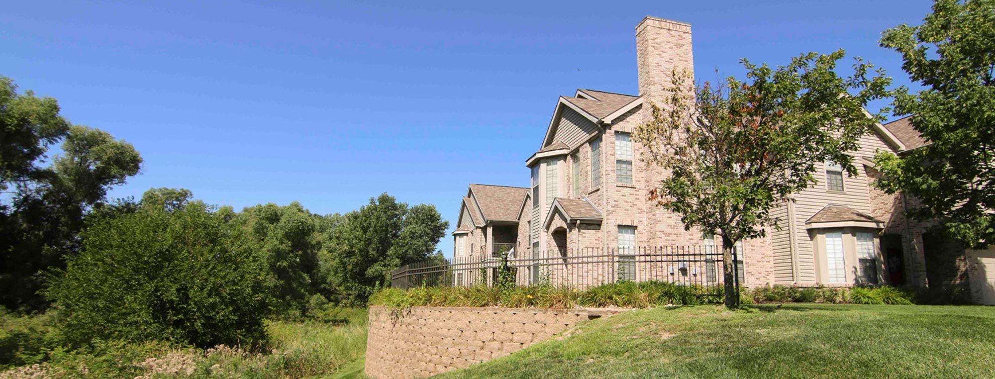Stone Creek Villas 1 2 3 Bedroom Townhomes For Rent In Omaha Ne