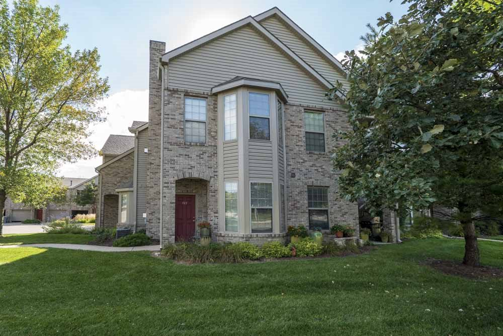 Townhome-style villa with private entrance at Stone Creek Villas townhomes in west Omaha NE 68116