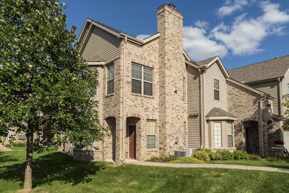 Private entrances at Stone Creek Villas townhomes in west Omaha NE 68116