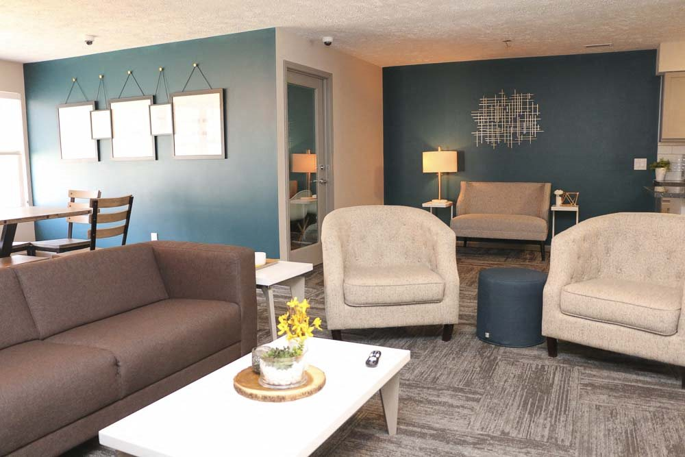 View of sitting area at the clubhouse-Eagle Run Apartments in Omaha NE