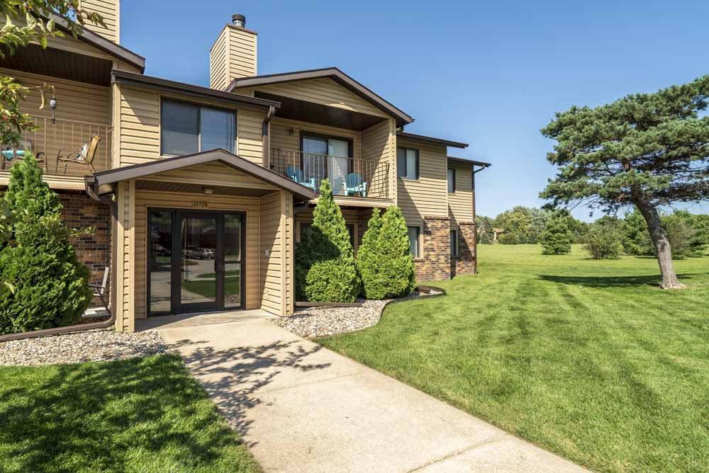 Building with Rambleridge Park views at Oakwood Trail Apartments in northwest Omaha, NE, 68164