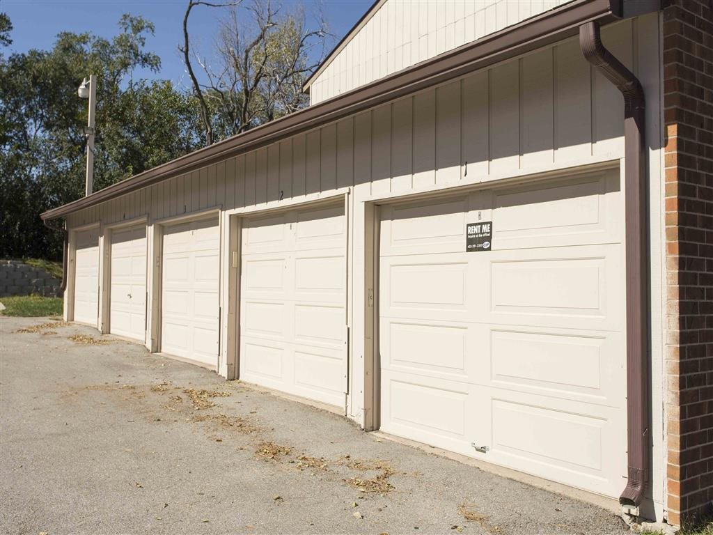 garages at Place 72 in Omaha Nebraska