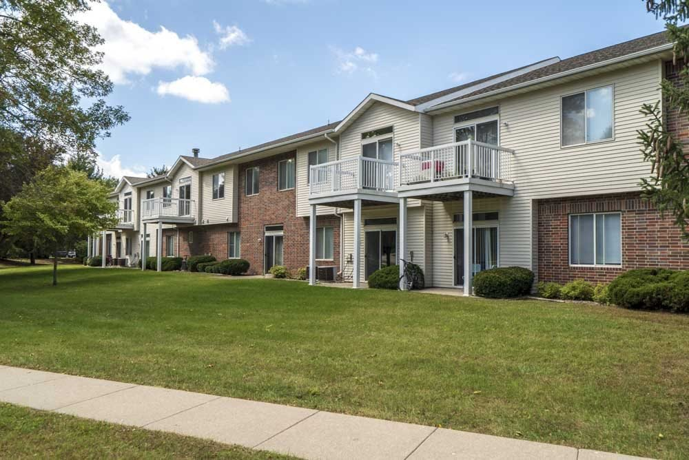 Exterior view of Wyndham Heights Apartments in west Ames, IA, near Iowa State 50014