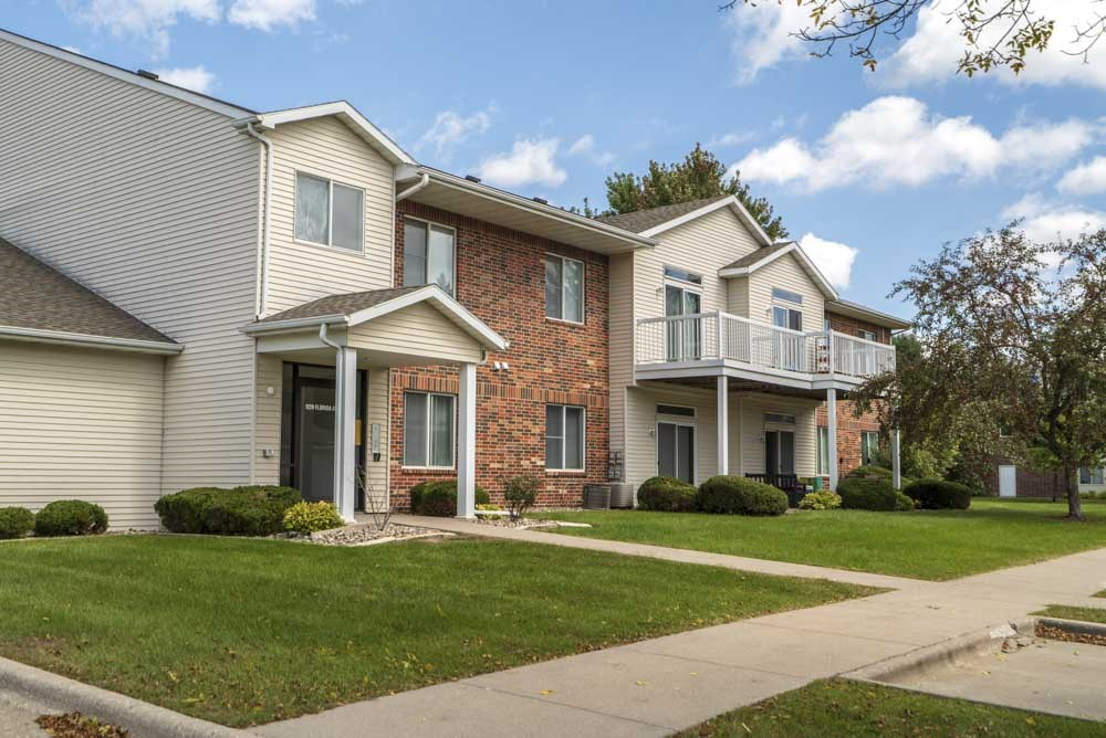 Exterior view of at Wyndham Heights Apartments in west Ames, IA, near Iowa State 50014