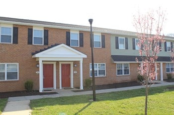 570 Meadowood Drive 1-3 Beds Apartment for Rent Photo Gallery 1