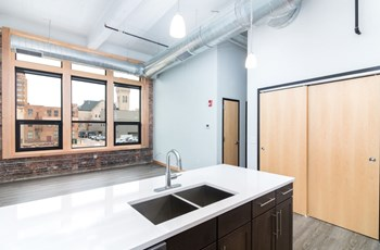 615 Pearl St 1-2 Beds Apartment for Rent Photo Gallery 1