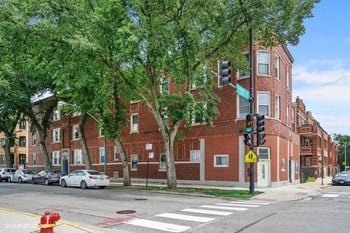 1009-11 N. Rockwell St. Studio-3 Beds Apartment for Rent Photo Gallery 1