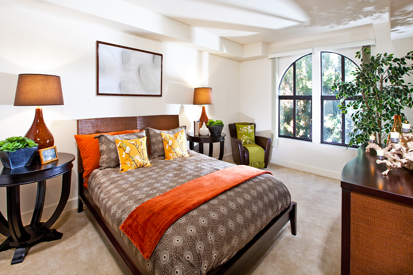 Natural lighting and plush carpeting, in apartment homes at 1825 Galindo Street Concord, CA, 94520