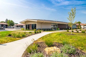 4724 Round Lake Road 1-3 Beds Apartment for Rent Photo Gallery 1