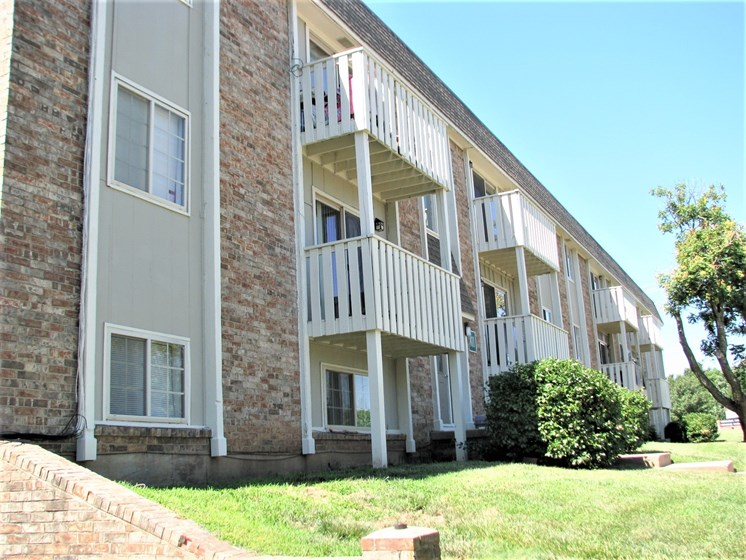 Exterior building at Hearth Hollow Apartments in Derby, KS!