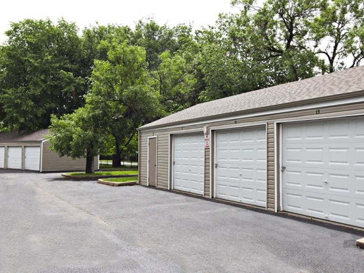 Apartments in Wichita Garages