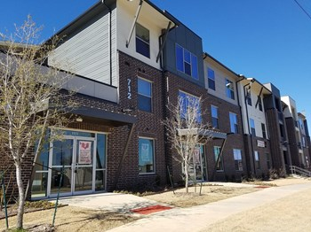 712 S Elm 1-3 Beds Apartment for Rent Photo Gallery 1