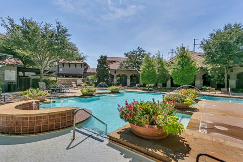 Resort-style swimming pool irving