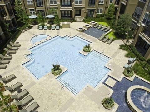 swimming pool las colinas