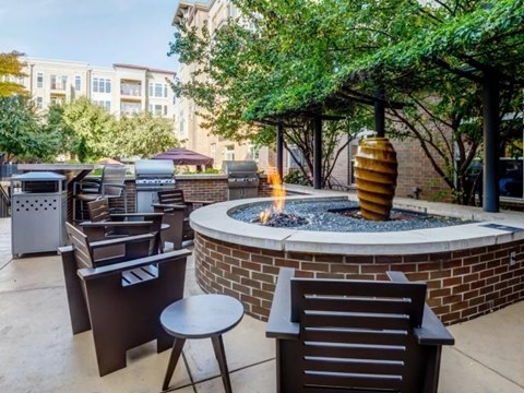Fire Pit Lounge at Elizabeth Square Apartments in Charlotte, NC