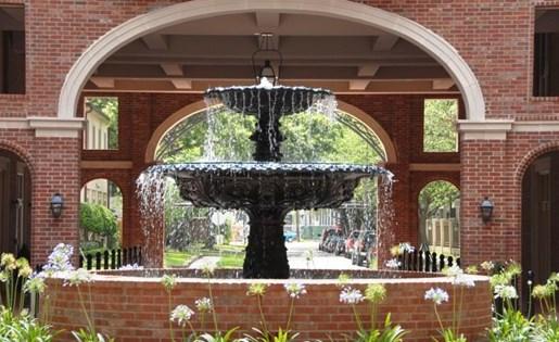 Beautiful Fountain at La Maison River Oaks Apartments in Houston, Texas