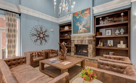 Lounge at La Maison River Oaks Apartments in Houston, Texas