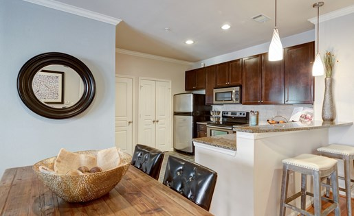 Dining Area at La Maison River Oaks Apartments in Houston, Texas