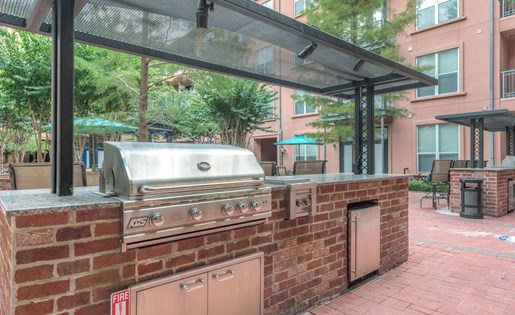 Grilling Station at La Maison River Oaks Apartments in Houston, Texas