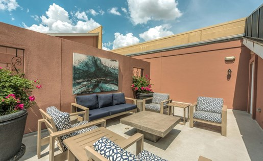 Outdoor Lounge at La Maison River Oaks Apartments in Houston, Texas